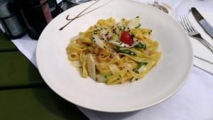 アスパラガスのパスタ。なんというか、ドイツとイタリアの折衷料理のような気がする。