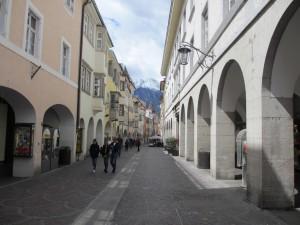 イタリアに行ったことのある人だったら「懐かしい」と思える光景かも。