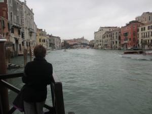 大運河側の桟橋に立ってみる。