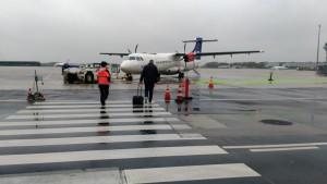 天気の悪さといい、機材といい、どこか最果ての空港の趣…。