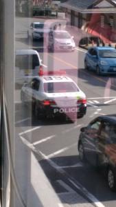 栃木県警様。いくら渋滞してるからって停車禁止枠内に停車しちゃダメです。