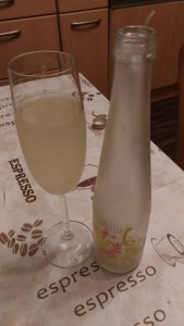 こんな飲み方でいいのか走らんが、スパークリングワインのようにいただきました。